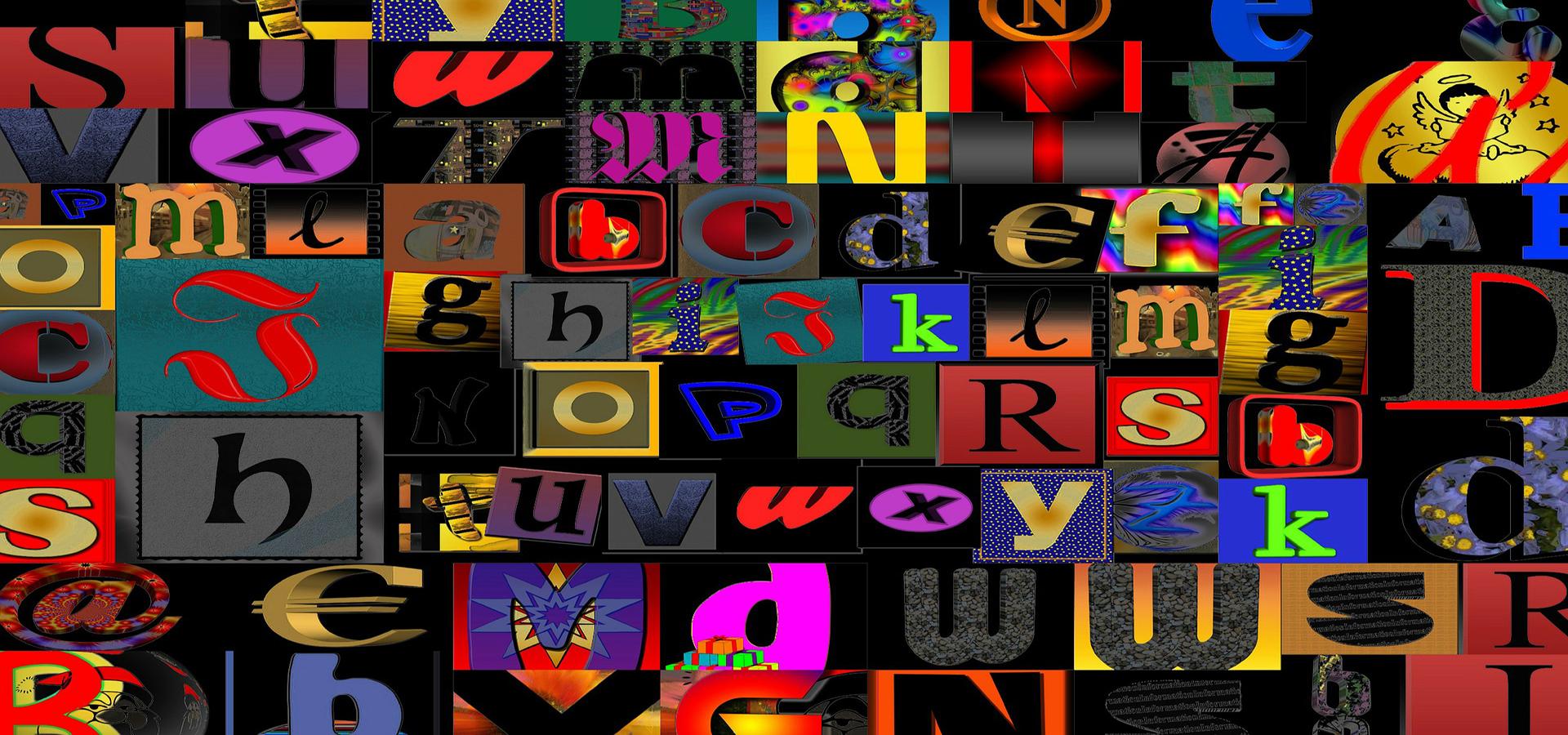 Színes betűk különböző méretben és típussal
